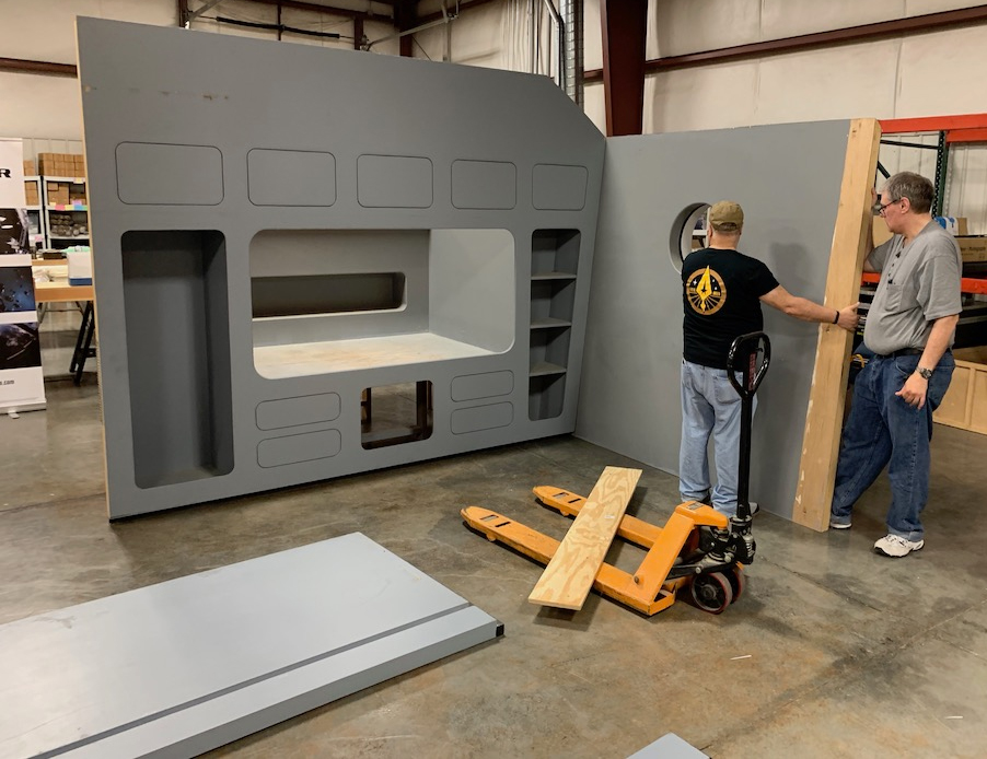 ARES ASSEMBLE! – AXANAR volunteers put together GARTH'S QUARTERS in Ares Studios! (interview with ALEC PETERS)